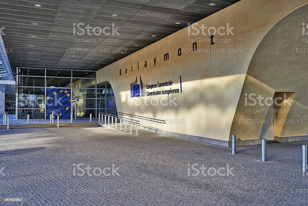 La entrada del edificio Berlaymont - foto de stock