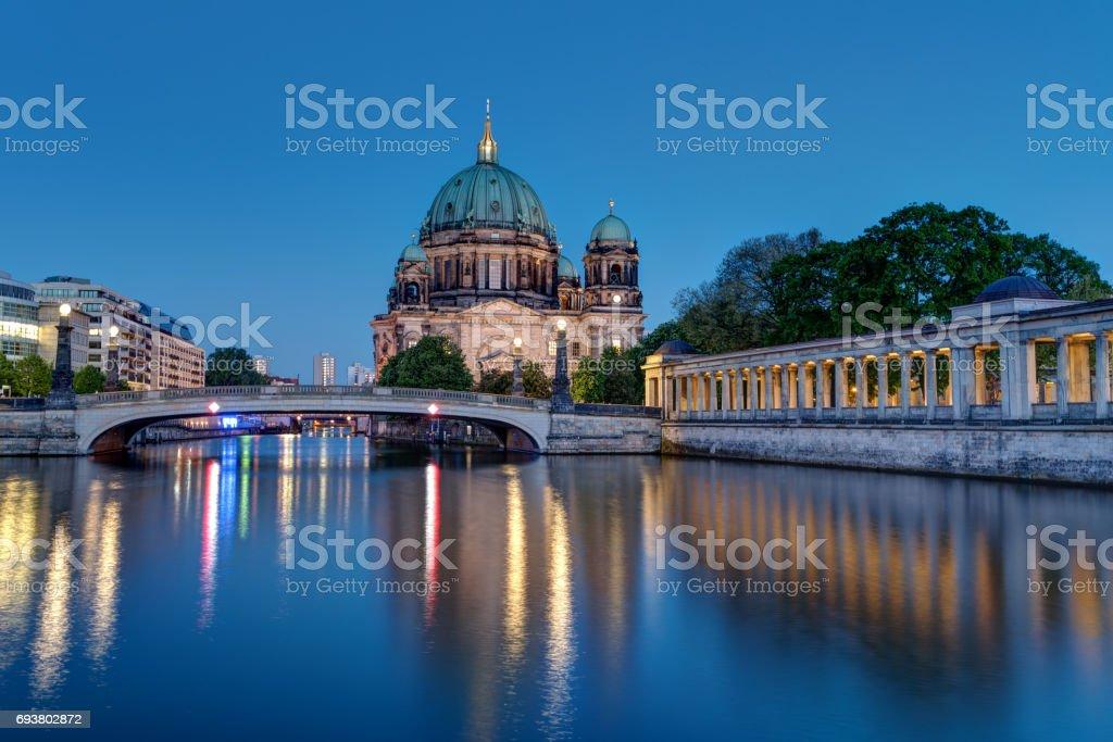 Der Berliner Dom und die Spree – Foto