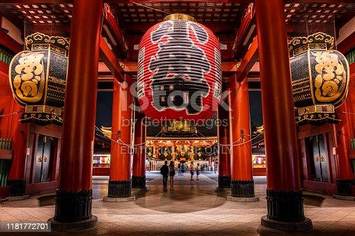 464620985 istock photo The big red lantern of Sensoji Asakusa temple in Tokyo, Japan stock photo 1181772701