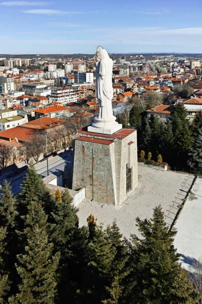 Haskovo, Bulgaristan dünyanın en büyük Meryem Ana Anıtı stok fotoğrafı