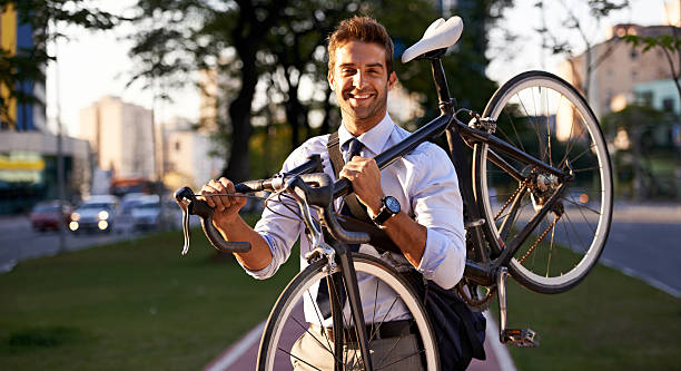 das rad noch müde - fahrradträger stock-fotos und bilder