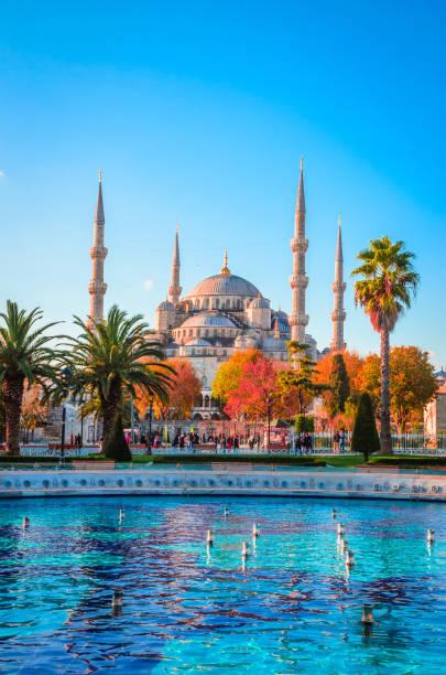 the blue mosque, (sultanahmet camii), istanbul, turkey. - стамбул стоковые фото и изображения