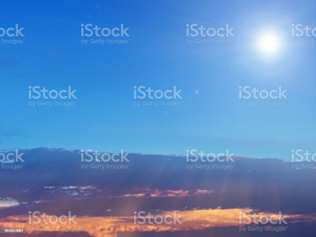 O fundo do céu embaçado de reflexão da luz solar, projeto de arte abstrata, vista superior beleza beleza por natureza - Foto de stock de Amarelo royalty-free
