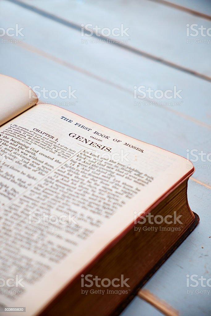 El libro de Genesis - foto de stock