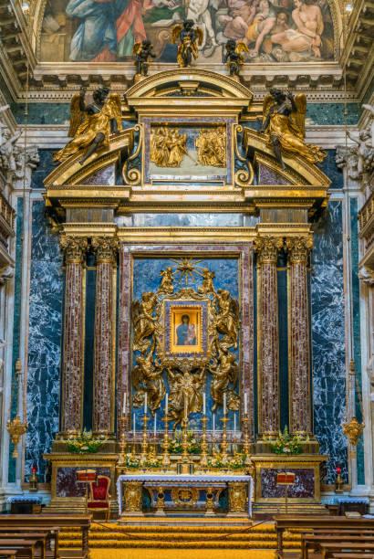 die kapelle borghese (paolina) in der basilika santa maria maggiore in rom. - römisch 6 stock-fotos und bilder