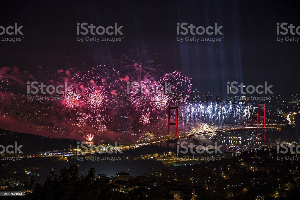 Il ponte sul Bosforo in Turchia Giorno di repubblica - foto stock