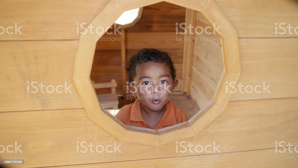 The boy in the wooden house foto royalty-free