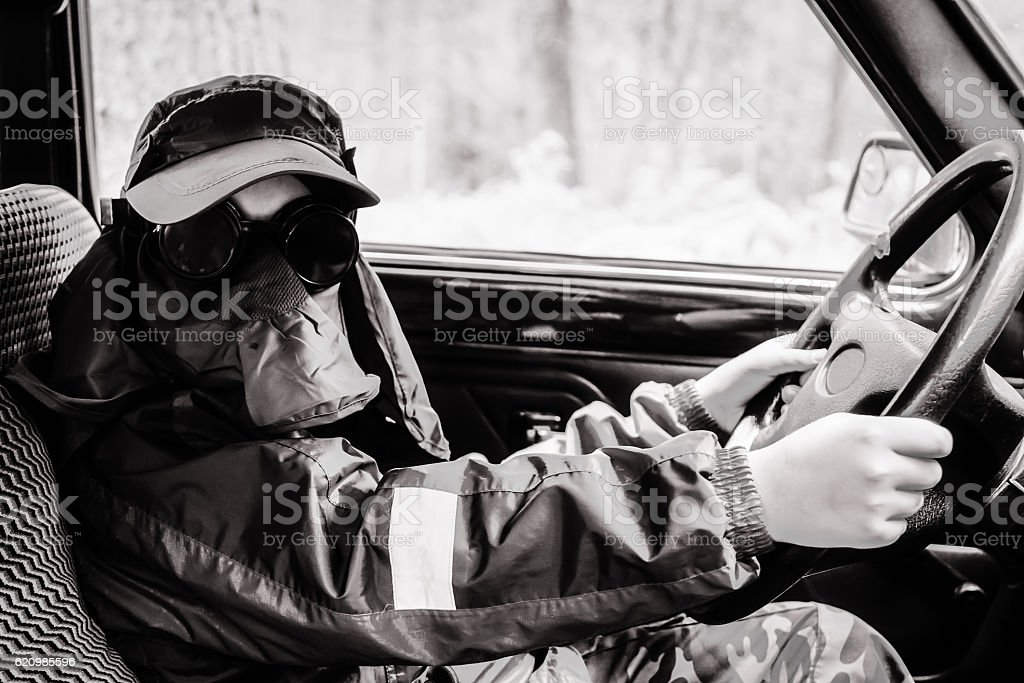 The boy sits behind the wheel of a car foto royalty-free