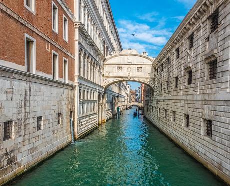 The Bridge of Sighs (Ponte dei Sospiri), Venice, Veneto, northern Italy. The limestone bridge passes over the Rio di Palazzo, and connects the New Prison (Prigioni Nuove) to the interrogation rooms in the Doge's Palace.