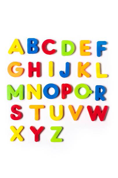 british alfabeto de letras em plástico personagens-brinquedo, fundo branco - c - fotografias e filmes do acervo