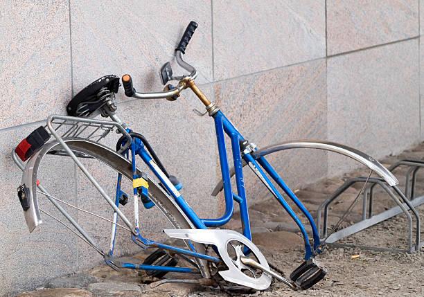 la rotura bicicleta - bastidor de la bicicleta fotografías e imágenes de stock