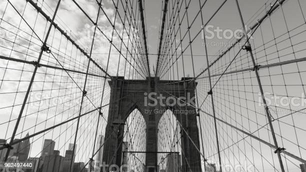 Foto de A Brooklyn Bridge e mais fotos de stock de Alto - Descrição Geral