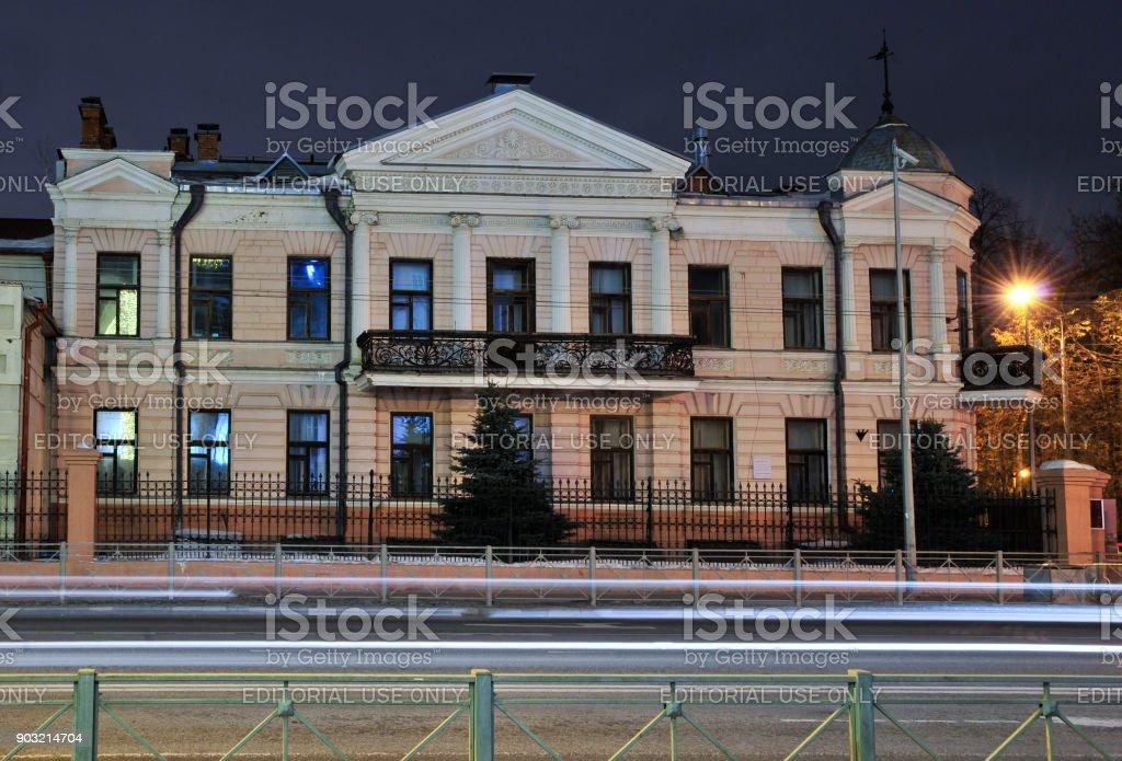El edificio de la escuela coreográfica del Kazan, calle Karl Max, una antigua mansión. - foto de stock