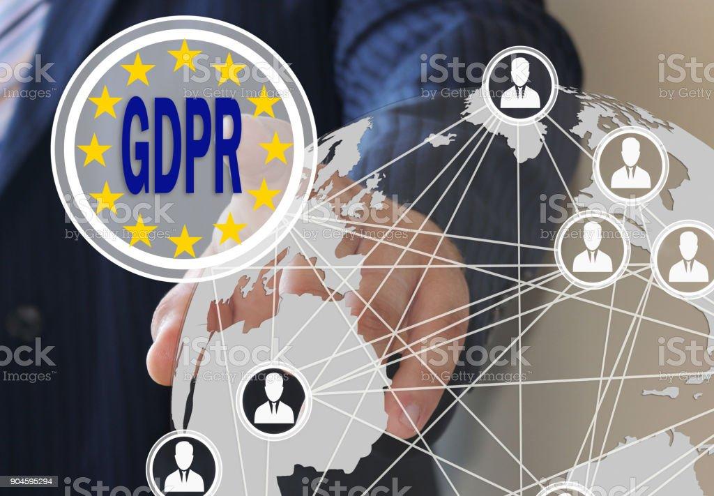 O empresário escolhe o PIBR na tela de toque. Regulamento de proteção de dados gerais. O conceito de familiarização das pessoas com o PIBR - foto de acervo