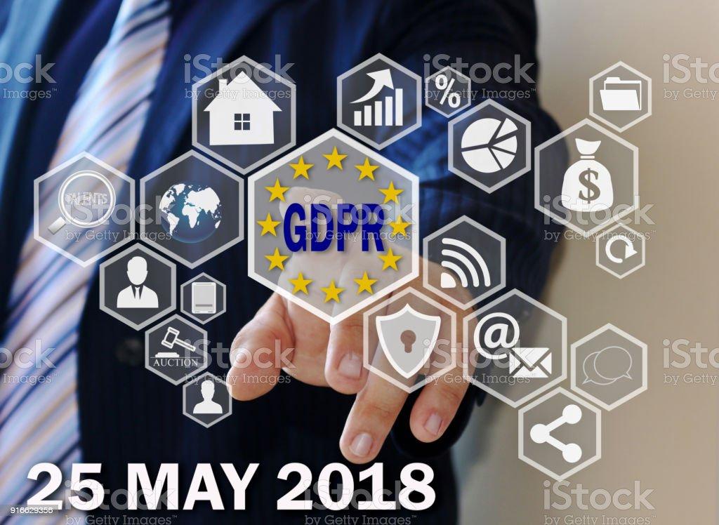 O empresário escolhe o PIBR na tela de toque. Conceito de regulamento de proteção de dados geral 25 de maio de 2018. - foto de acervo