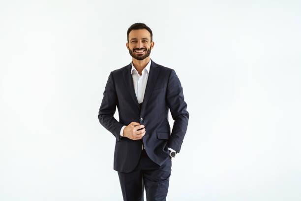 o homem de negócios em um terno bonito que está no fundo branco - business man - fotografias e filmes do acervo