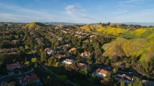 The Calabasas City in Santa Monica Mountains, Los Angeles County, California, USA. Luftbild. – Foto