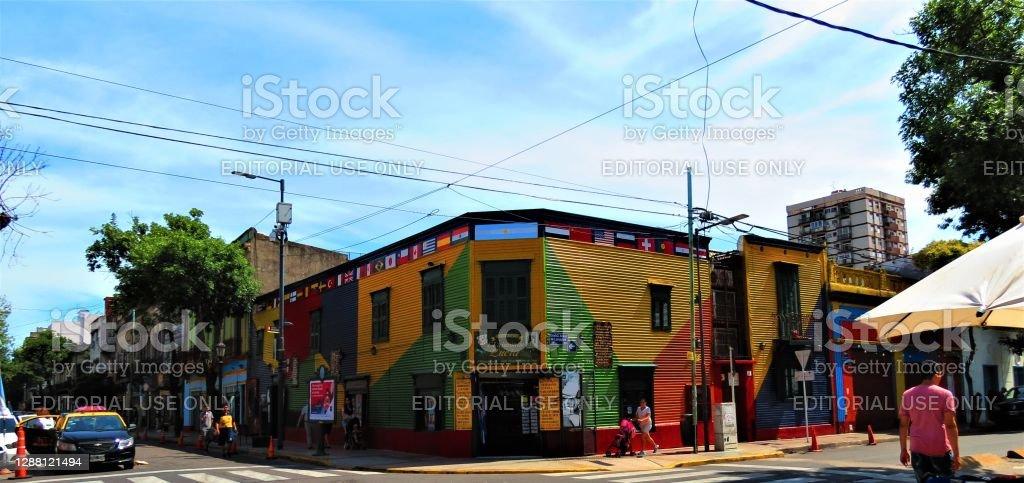 A Rua Caminito do distrito de La Boca, na cidade de Buenos Aires. - Foto de stock de Amarelo royalty-free