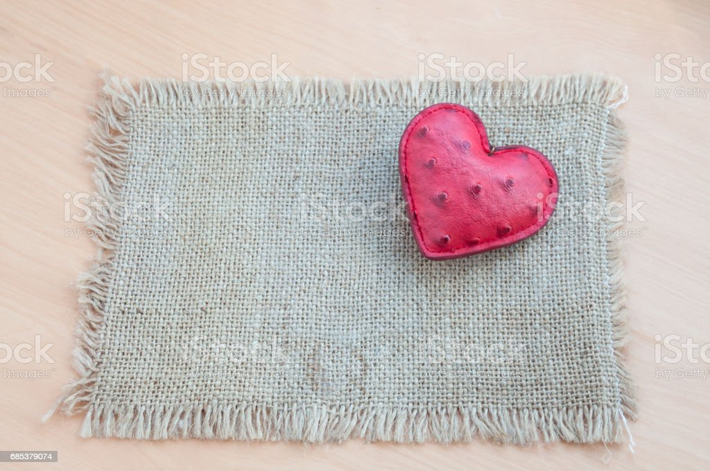 The canvas napkin has a red heart. foto de stock royalty-free