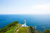 岬の灯台は、