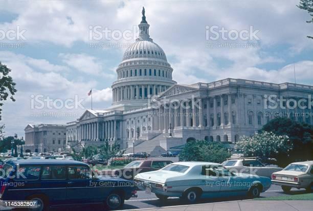 The capitol in washington dc usa picture id1145382807?b=1&k=6&m=1145382807&s=612x612&h=vlvnzdnudim3ijffki7k6p6oir2 o9q2otenzy 6s c=