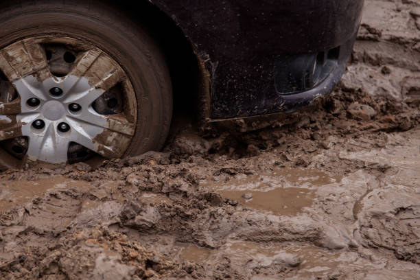 the car is stuck on a bad road in the mud - błoto zdjęcia i obrazy z banku zdjęć
