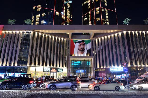 Die Autos sind auf Walk in Jumeirah Beach Residence. – Foto