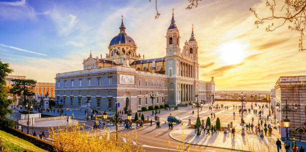 katedralen i madrid - palats bildbanksfoton och bilder