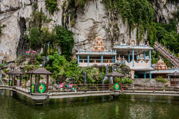 The Caves Villa near Batu Caves, Kuala-Lumpur Batu Caves is a limestone hill that has a series of caves and cave temples in Gombak, Selangor, Malaysia. It takes its name from the Sungai Batu, which flows past the hill. kuala lumpur batu caves stock pictures, royalty-free photos & images