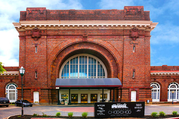 The Chattanooga Choo-Choo hotel in Chattanooga, TN Chattanooga, TN, USA - April 10, 2016: The Chattanooga Choo-Choo hotel in Chattanooga, TN chattanooga stock pictures, royalty-free photos & images