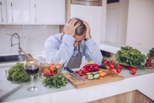 the chef is worried - chef triste foto e immagini stock
