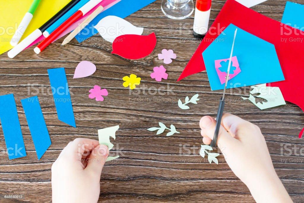 Das Kind Schneidet Papier Details Das Kind Erstellen Eine
