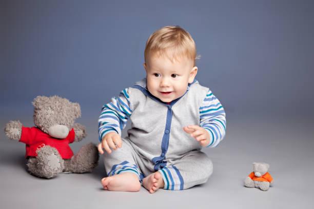 The child is sitting on the floor next to the teddy bear picture id698723696?b=1&k=6&m=698723696&s=612x612&w=0&h=lzpvs0x4zkoger ozjykyvnexjthadieolbdgvjyl2e=