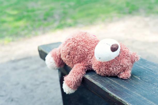 the childhood is gone. lonely abandoned teddy bear toy. - criança perdida imagens e fotografias de stock