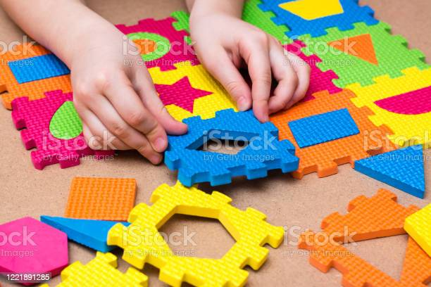 The childs hands put the item in a color puzzle with details of on picture id1221891285?b=1&k=6&m=1221891285&s=612x612&h=t6siovajmc4j58ozrioals5zlrqxo0lbc8n29qckzlm=