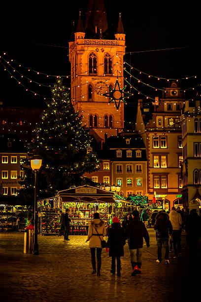 Weihnachtsmarkt In Trier.Weihnachtsmarkt Trier Bilder Und Stockfotos Istock