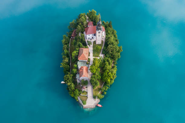 l'église de l'assomption, bled, slovénie - slovénie photos et images de collection