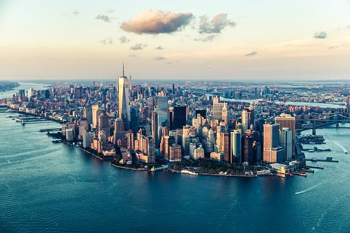 The City Of Dreams New York Citys Skyline At Twilight - Fotografie stock e altre immagini di Acqua