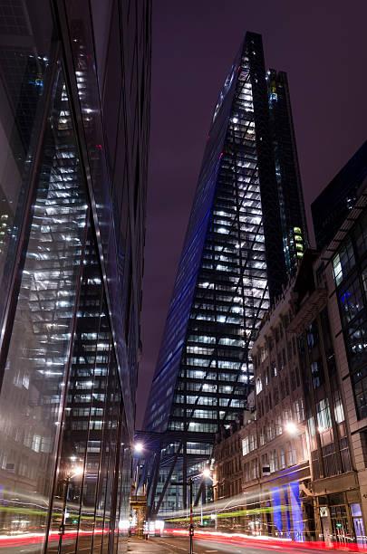 Finanzviertel der City of London Wolkenkratzer bei Nacht – Foto