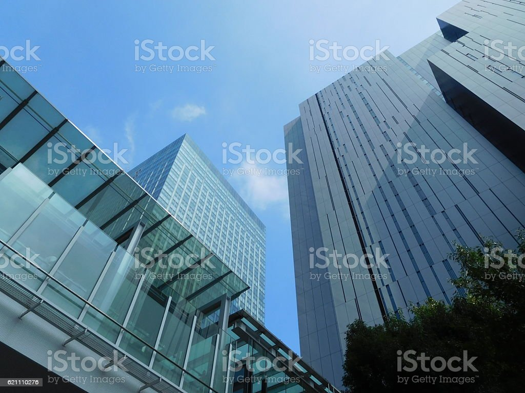 The cityscape among skyscrapers under the blue sky – Foto
