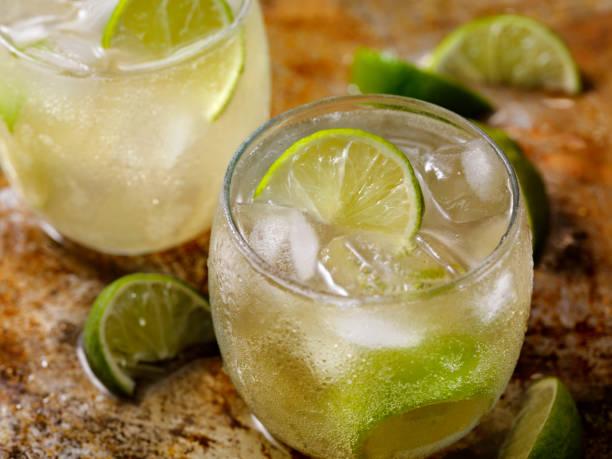 the classic moscow mule cocktail - liść mięty przyprawa zdjęcia i obrazy z banku zdjęć