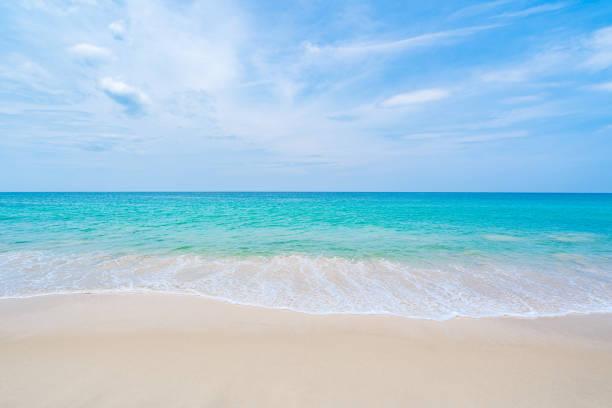 Der saubere und schöne weiße Strand von Südthailand – Foto