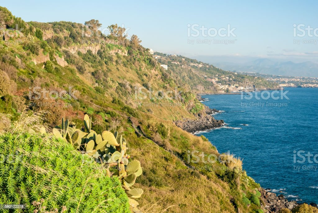 The cliff called 'Timpa' near Acireale, in the eastern coastline of Sicily - foto stock