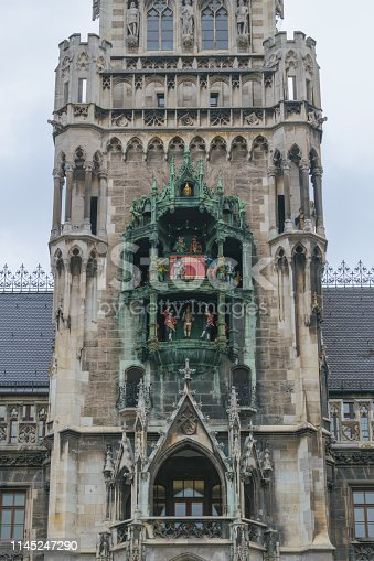 The clock chimes at the Munich New Town Hall
