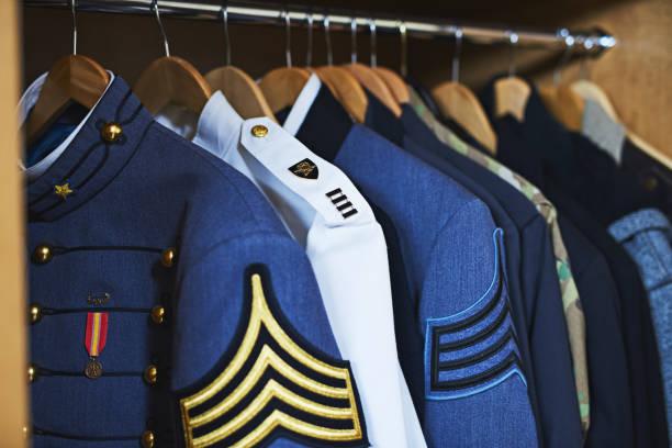 el armario de los héroes - oficial rango militar fotografías e imágenes de stock