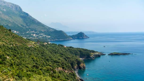 A costa de Maratea, Italy do sul, no verão - foto de acervo