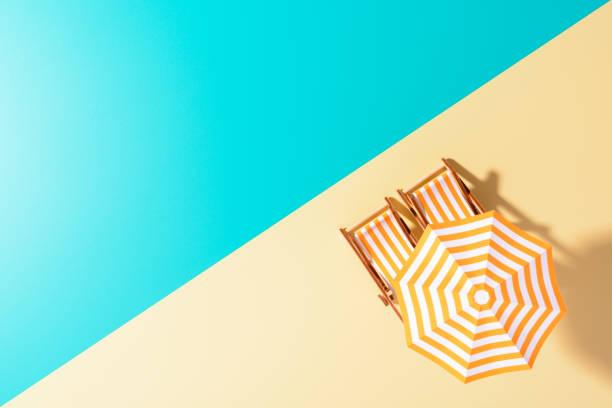 die bunten layout strandthema - sun chair stock-fotos und bilder