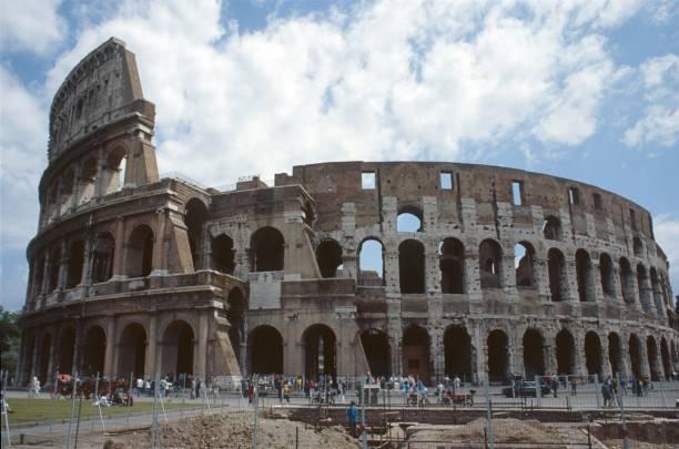 the colosseum in rome - colosseo 1900 foto e immagini stock