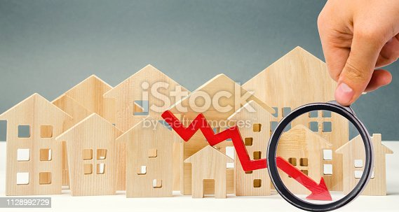 642250754 istock photo The concept of falling real estate market. Reduced interest in the mortgage. A decline in property prices and apartments. Low interest rates on mortgage loans. Reduced demand for home purchase. 1128992729
