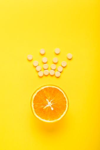 Begreppet Hälsosamt Ätande Komplettera Cvitamin Är Den Viktigaste Vitaminet Kungen Bland Vitaminer Fitness Platt Låg-foton och fler bilder på Abstrakt
